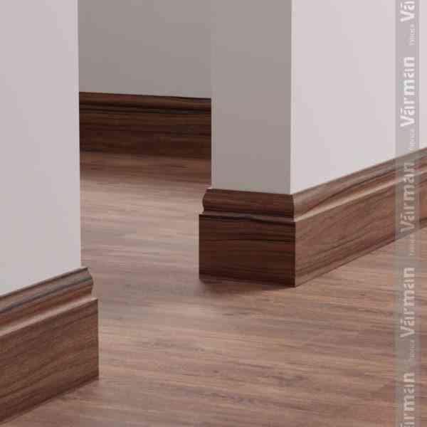 varman plintus massiv dekorativnyj plintus plintus v interere1